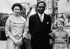 Dr. Kwame Nkrumah, el primer ministro de Ghana, con la reina Isabel II, y la princesa.- El Muni.