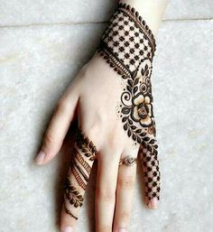 Stunning Back Hand Henna Designs, Mehndi Lover To Tie Tattoo . - Frauen tattoo - Atemberaubende zurück Hand Henna Designs, Mehndi Liebhaber zu fesseln Tattoo Stunning back hand henna designs, mehndi lovers to tie up tattoo up - Henna Tattoo Hand, Henna Tattoo Designs, Diy Tattoo, Henna Mehndi, Hand Tattoos, Arabic Mehndi, Mehandi Designs Arabic, Indian Mehendi, Pakistani Mehndi