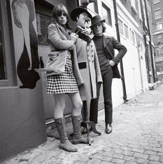 Carnaby Street fact: Jimi Hendrix is often seen in photos wearing a military jacket. He bought this in 1967 at a shop on Carnaby Street called I Was Lord Kitchener's Valet. Photo: Philip Townsend Sixties Fashion, Mod Fashion, Vintage Fashion, Street Fashion, Vintage Beauty, Carnaby Street, London Street, London City, Swinging London