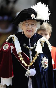Queen Elizabeth II Photo - Queen Elizabeth II and Members Of The Royal Family Attend The Order Of The Garter Service