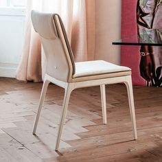 Sofia leather upholstered wooden chair - DIOTTI.COM Contemporary Dining Chairs, Contemporary Interior, Chair Design, Furniture Design, Luxury Italian Furniture, Design Your Bedroom, Italia Design, Furniture Showroom, Upholstered Chairs
