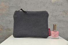 Small Zipper Pouch, Zipper Bags, Travel Necessities, Make Up, Bag Making, Craft Supplies, Im Not Perfect, Cotton Fabric, Organization