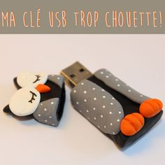 clé USB fimo chouette atelier enfant caen savoir et créer Crea Fimo, Fimo Clay, Polymer Clay Projects, Polymer Clay Art, Biscuit, Diy Back To School, Clay Charms, Clay Tutorials, Cold Porcelain