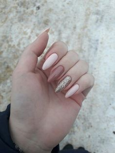 Semi-permanent varnish, false nails, patches: which manicure to choose? - My Nails Aycrlic Nails, Cute Nails, Pretty Nails, Glitter Nails, Nagellack Trends, Best Acrylic Nails, Girls Nails, Dream Nails, Yellow Nails