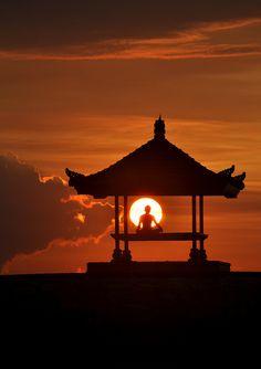 Lugares que transmiten buenas vibraciones. Libérate de sentimientos negativos. Busca tu paz interior. Reflexión. Paz. Religión. Amor. Naturaleza. Meditación. Yoga. Zen. http://newcenturybooks.com/