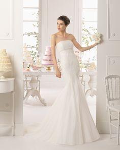 ALEGRIA - Vestido de tul de seda bordado con pedrer�a en color natural. T6375- Horquilla de cristal y metal en color plata (2 unids.).