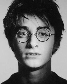 Shared by Find images and videos about harry potter, hp and daniel radcliffe on We Heart It - the app to get lost in what you love. Daniel Radcliffe Harry Potter, Harry James Potter, Harry Potter World, Harry Potter Universal, Harry Potter Hair, Harry Potter Tumblr, Hogwarts, Ron Weasley, Hermione Granger