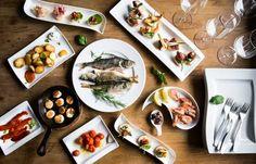 Tapas y pinchos - kokoa espanjalaishenkinen herkkupöytä Tapas, Table Settings, Place Settings, Tablescapes