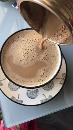 Coffee And Books, Coffee Love, Coffee Art, Cookies And Cream Cheesecake, Coffee Shake, Coffee Instagram, Midnight Snacks, But First Coffee, Coffee Recipes