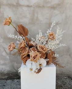 uses only the highest grade of ingredients, derived from natural sources and biotechnological processes, are used synergistically for the regeneration and rejuvenation of your skin. Floral Wedding, Wedding Colors, Wedding Bouquets, Dried Flower Arrangements, Dried Flowers, Wedding Centerpieces, Wedding Decorations, Centrepieces, Boho Wedding