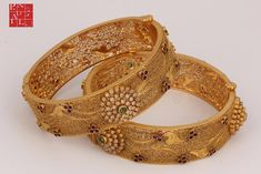Gold Bangles Design, Gold Earrings Designs, Gold Jewellery Design, Necklace Designs, Gold Jewelry, Gold Designs, Mehndi Designs, Jewelry Bracelets, Delicate Gold Necklace