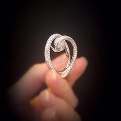 #scavia #gold #diamonds #ring #viadellaspiga #handmade #highclassjewelry #italianexcellence #fashion #luxury #madeinitaly