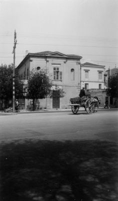 I know these carts when I was a child, in Smirny. Attica Athens, My Athens, Athens Acropolis, Athens Greece, Greece Pictures, Old Pictures, Old Photos, Vintage Photos, Athens History