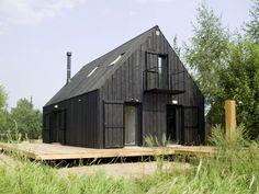 Black House. Holzfassade