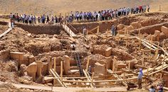 Göbeklitepe o Göbekli Tepe tiene aproximadamente 22 . Ancient Mysteries, Ancient Ruins, Ancient History, Carthage, National Geographic, Weird History Facts, School Of Athens, Archaeological Discoveries, Mysterious Places