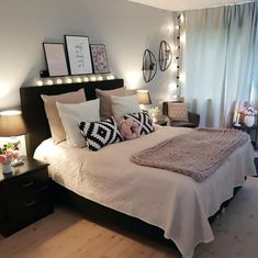 Caramel Cheesecake Dip gray black and light pink .- Caramel Cheesecake Dip grau schwarz und hellrosa Schlafzimmer Dekor – New Ideas - Light Pink Bedrooms, Pink Bedroom Decor, Teen Room Decor, Home Bedroom, Bedroom Black, Bedroom Furniture, Modern Bedroom, Stylish Bedroom, Modern Bedding