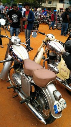 Yezdi Roadking, Royal Enfield, Vespa, Czech Republic, Bobber, Cars And Motorcycles, Motorbikes, Classic, Vehicles