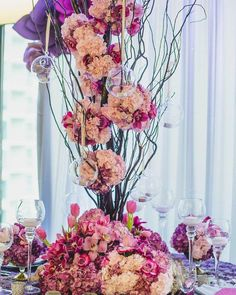 awesome vancouver florist Bridal booth vignette showcased at @pinnaclevanhotel floral design: @roaflorals #roaflorals #luxuryweddingflowers #weddingflorist #florist #yvr by @jamieroa  #vancouverflorist #vancouverflorist #vancouverwedding #vancouverweddingdosanddonts