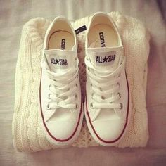 White knit sweater and coverse all stars