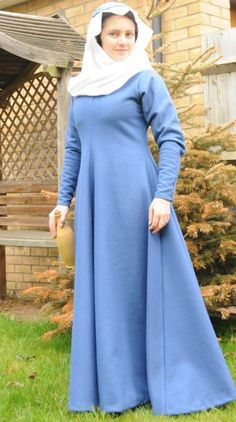 Blanche Mortimer Gown, 14thcentury. Simple style, no buttons (or buttonholes!) to make.