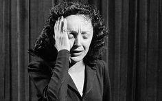 Piaf pleure.