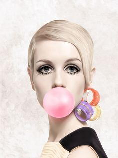 Black And White Posters, Black N White Images, Marilyn Monroe Decor, Blowing Bubble Gum, Planners, Makeup Illustration, Bubble Art, Chewing Gum, Arte Pop