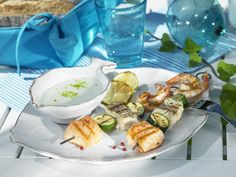 Spieße mit Meeresfrüchten vom Grill | Zeit: 30 Min. | http://eatsmarter.de/rezepte/spiesse-mit-meeresfruechten-vom-grill