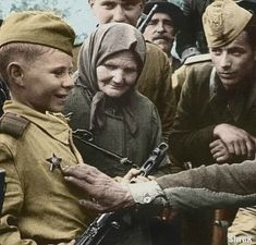 Young Soviet proud of his badge. Russian Boys, Justiz, Soviet Army, The Big Four, Army Soldier, Red Army, World War Two, Colour Images, Ww2