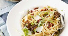 Pastaklassikko carbonara onnistuu myös ilman pekonia vegeversiona. Erinomainen proteiininlähde Härkis maistuu myös pastassa.