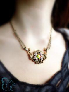 """Romantische Halskette """"Laetitia"""" mit geschliffenem Glasstein - ein Schmuckstück von Julihörnchen #Schmuck #nostalgisch"""