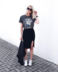 women's graphic tee with black skirt women's fashion summer style street style how to style casual outfit everyday wear feminine edgy chic Edgy Summer Outfits, Street Style Outfits, Mode Outfits, Casual Outfits, Fashion Outfits, Womens Fashion, Ladies Fashion, Fashion Ideas, Outfit Summer