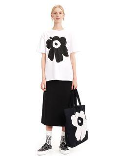 Marimekko Kioski - Liuske Unikko Placement T-Shirt in White and Black – gravitypope All Fashion, Womens Fashion, Marimekko, Clothing Patterns, Short Sleeves, Dresses For Work, Unisex, Street Style, Black And White