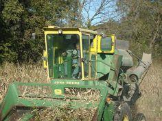 Old John Deere still gettin the job done Old John Deere Tractors, Jd Tractors, Vintage Tractors, Vintage Farm, John Deere Equipment, Old Farm Equipment, Heavy Equipment, John Deere Combine, Pictures Of America