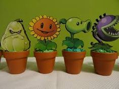 Resultado de imagen para centros de mesa de plants vs zombies Zombie Birthday Parties, Zombie Party, Fourth Birthday, Plants Vs Zombies, Balloon Decorations Party, Halloween Decorations, Party Time, Balloons, Crafts