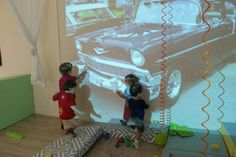 Overhead projector - Infant and Toddler Atelier ≈≈ Use in role play area to stimulate ideas and language