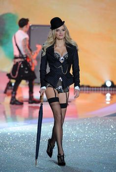 Victoria's Secret Fashion Show 2013 - Socialphy Model Lily Donaldson walks the runway at the 2013 Victoria's Secret Fashion Show at Lexington Avenue Armory on November 13, 2013 in New York City.(Photo by Bryan Bedder/Getty Images for Swarovski)