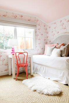 pink flamingo girls bedroom // cristin priest design of simplified bee // rue magazine // julia robbs photography Wallpaper Pink And White, Girls Bedroom, Bedroom Decor, Bedroom Ideas, Bedroom Beach, Bedroom Ceiling, White Bedroom, Childrens Room, Flamingo Wallpaper