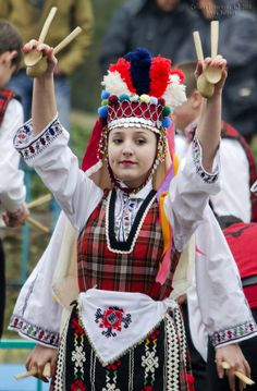 Bulgarian dance with spoons by Areka Bulgaria on Varna Art Costume, Folk Costume, Cool Costumes, Kinds Of Dance, Costumes Around The World, Folk Clothing, Tribal Dress, Folk Dance, Festival Wear