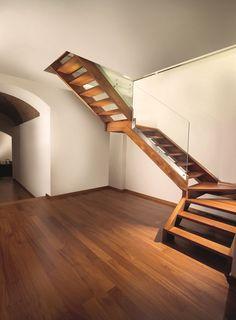 escalier demi tournant en bois avec garde corps en verre. Black Bedroom Furniture Sets. Home Design Ideas