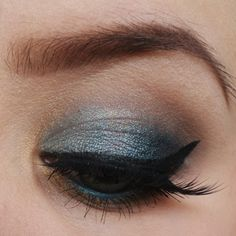 """A look i created when i got my """"sensuous"""" shadow from makeup geek :-) I started by adding Sensuous shadow on the lid. Then proceeded with the Purple Rain i"""