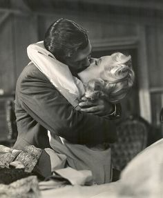 """honeyscrumptious: """" """" Clark Gable and Lana Turner in """"Honky Tonk"""" """" whoah that's a great picture! I Love Old Hollywood. Who wants to go with me on a tour of Hollywood to find Classic Hollywood. Old Hollywood Glamour, Golden Age Of Hollywood, Hollywood Stars, Classic Hollywood, The Kiss, Movie Kisses, Vintage Couples, Best Kisses, Lana Turner"""