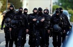 In June the French Police Nationale formed RAID in an effort to combat the rising amount of violent crime and terrorism sweeping through Europe and France at that time. Riot Police, Military Police, Police Nationale, Latest Technology Gadgets, Technology Updates, Technology Articles, Military Special Forces, Special Ops, Special Forces