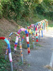 Extreme crochet! Fun yarn bombing