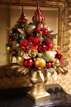 Red and Gold Christmas Centerpiece, via Flickr.