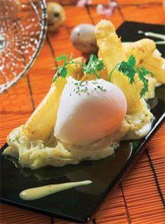 Espárragos con crema de cebolla y huevo poché #cuisine #recipes
