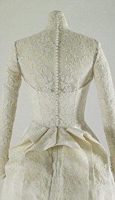 Back of Kate Middleton's Wedding dress