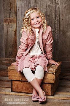 Child Photography / Girl Pose Ideas / Props / Prop Ideas / Cute Outfit / Fashion