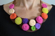 Collar de Fieltro con Flores Coloridas Collar por SilviaCreaciones