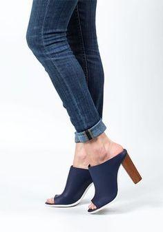 2a9a82c55dc1 Women s Designer Shoes - Stuart Weitzman