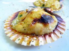 vieiras-gratinadas My Favorite Food, Favorite Recipes, Saffron Recipes, Spanish Food, Canapes, Scallops, Soul Food, Camembert Cheese, Mashed Potatoes
